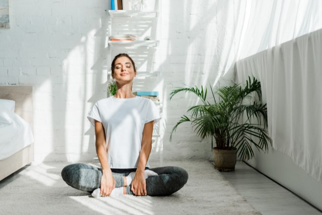 Image of person meditating for Benefits of Mindfulness SmartHealth newsletter article
